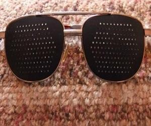 Очки в дырочку для коррекции зрения
